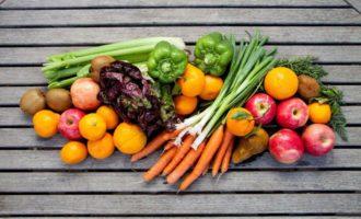 Подготовка овощей и фруктов для салатов