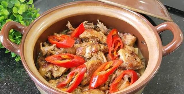 Курица в горшочке с квашенной пекинской капустой